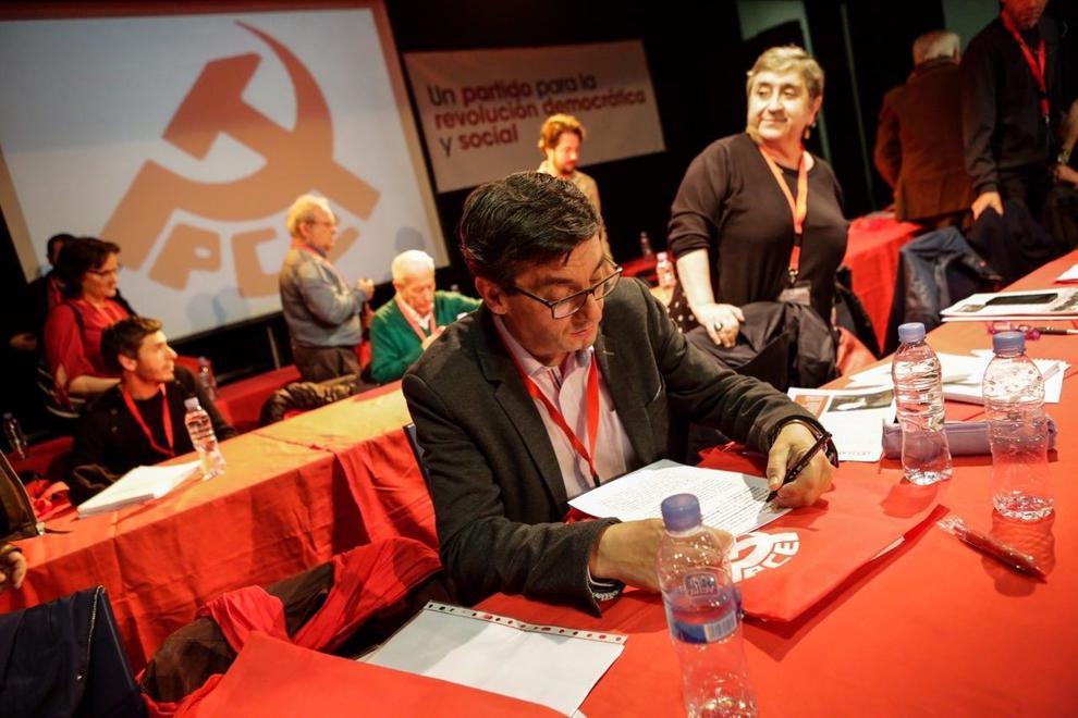El PCE convoca su XX Congreso para noviembre.