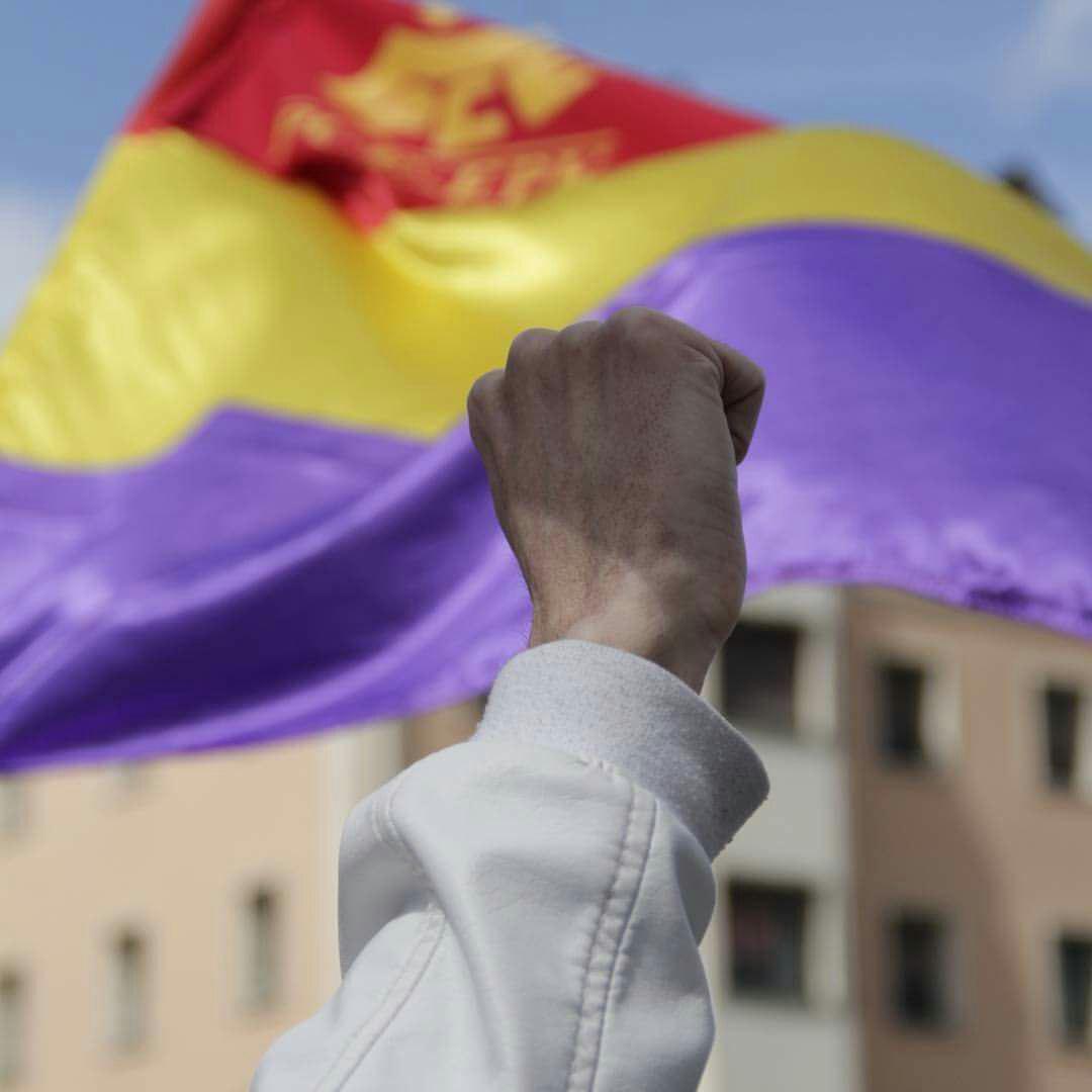 El Partido Comunista de Euskadi (PCE-EPK) critica la persecución emprendida por parte del PP contra la bandera Republicana en la CAV y Navarra.