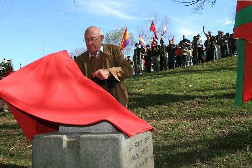 Homenaje popular organizado por las asociaciones republicanas a las camaradas fusiladas en Pikoketa.