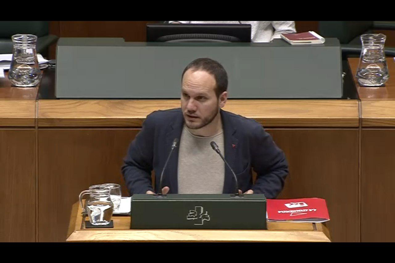Iñigo Martinez lege proposamen bat zuzentzen ari da, herritarrek ekimen legegileak aurkezteagatik ordaindu ez dezaten.