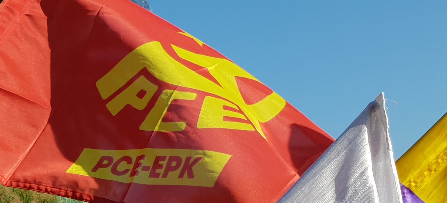 Gurera hurbildu. Únete al Partido Comunista.
