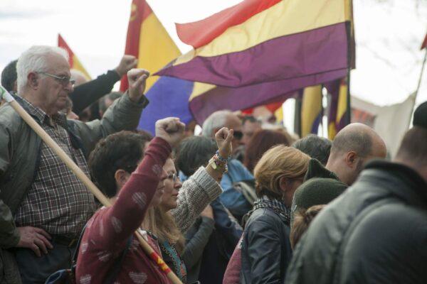 El PCE-EPK llama a secundar las movilizaciones por una salida republicana a la crisis, convocadas por el movimiento republicano el próximo domingo 18 de Octubre.