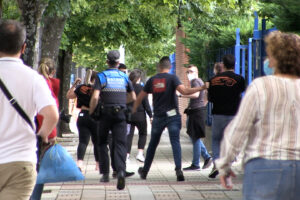 Gazte Komunistak denuncia la represión policial y las amenazas recibidas durante una acción contra la especulación inmobiliaria y por el derecho a la vivienda.